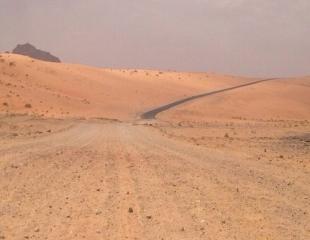 تعثر تنفيذ مشروع سفلتة طريق جبة المحفر يزيد من معاناة الأهالي